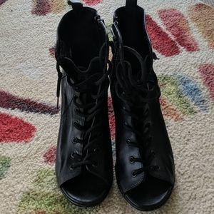 Steve Madden Scandlus Black Lace up Heels, 8M